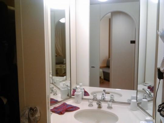 苗場プリンス2号館 ファミリーツインAの広い洗面台