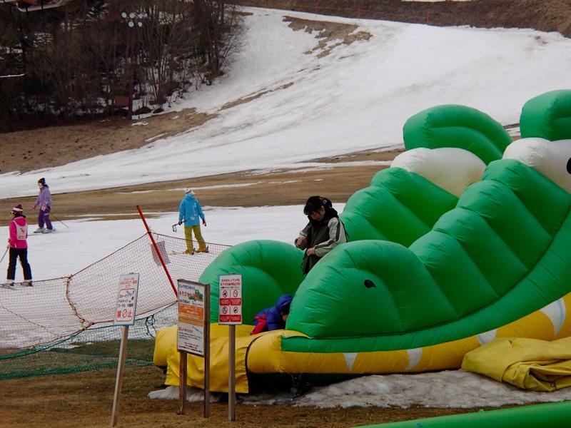 雪の無い草津国際スキー場