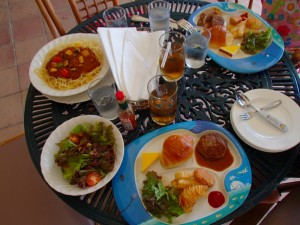 アクシオン ランチ 夏野菜ボロネーゼとお子様ランチ