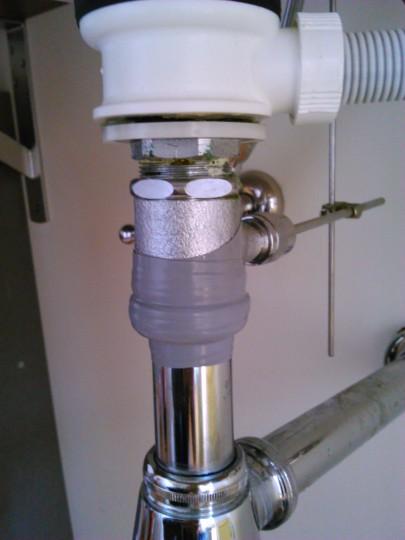 水道管の破損をカクダイの水道用ラップテープで修復2