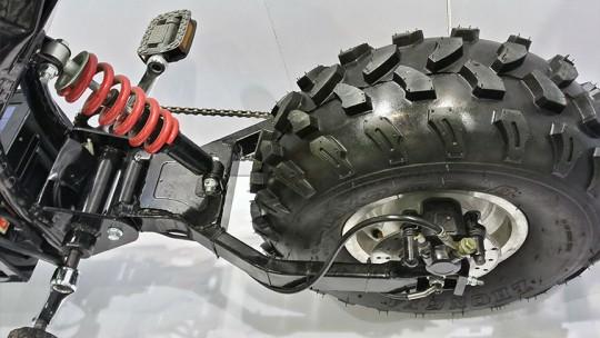 daymak社の電動オフロードスクーターTHE BEASTの後輪