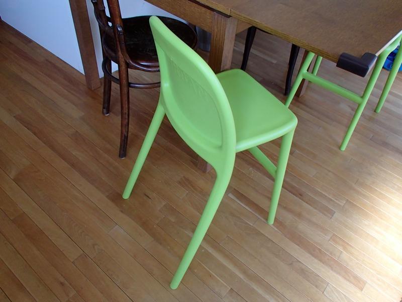 ライムグリーンのIKEAの椅子