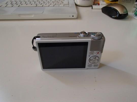 CanonのPowerShot S110背面から