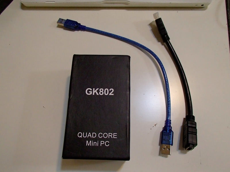 HDMI接続スティック型Android端末,Zealz GK802の外箱と添付のケーブル