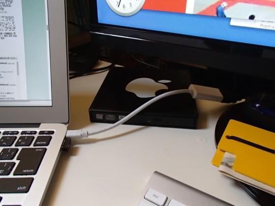 MacBook AirのThundeboltポートからデュアルディスプレイ化