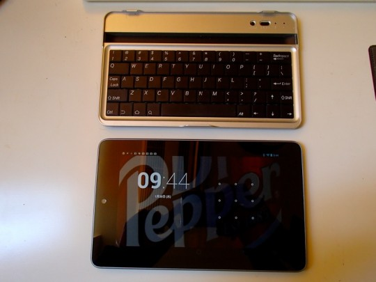 Nexus7+Bluetoothキーボード背面_[0]