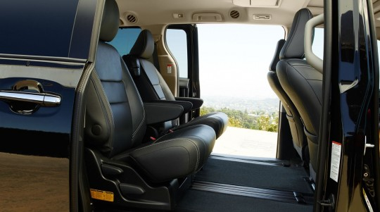 北米トヨタのミニバン シエナの2列目キャプテンシート