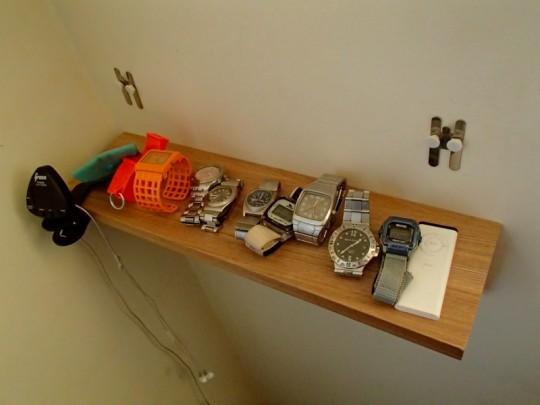 無印の壁に付けられる家具の棚の金具