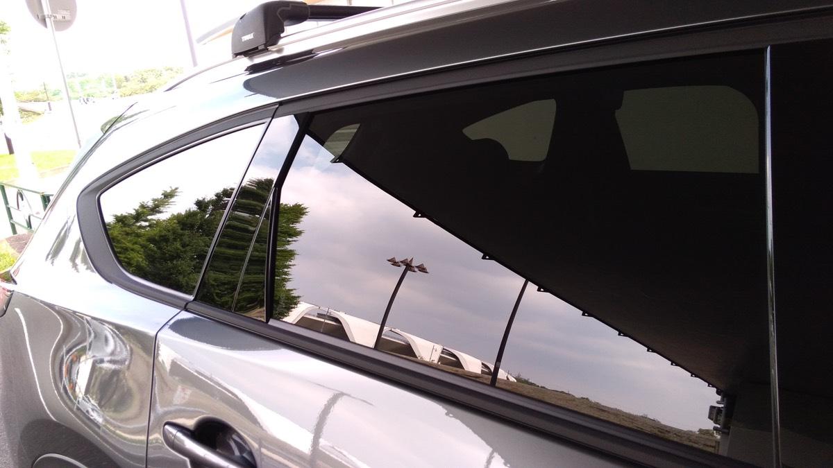 CX-8 メッキ部分をマットなラッピングシートでラッピング+Terzoのエアロルーフキャリア サイドのウインドウメッキモールのラッピング3