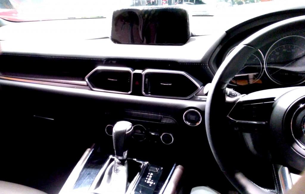CX-8 マシーングレープレミアム 運転席 コックピット_[0]