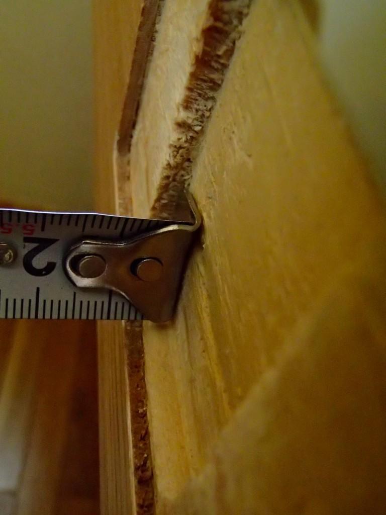 無印の壁に付けられる家具の棚の背面