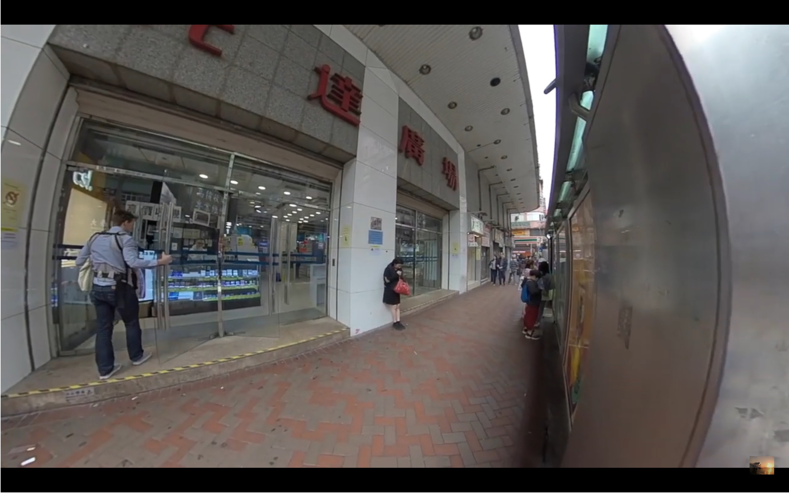 香港 旺角の電気ビル 先達広場の外観