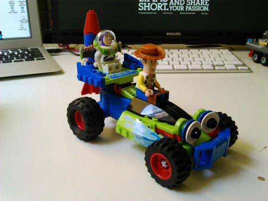 レゴ7590 トイ・ストーリー ウッディとバズがバギーで救出に出動2