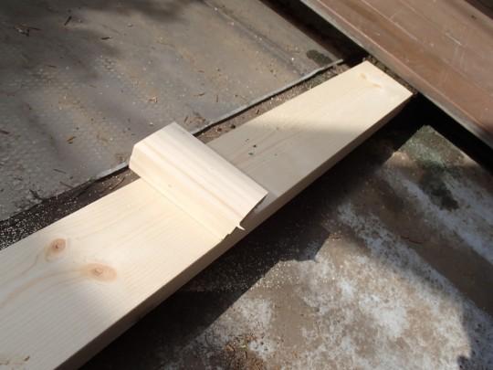 腐った枕木・大引きの代わりの新たな枕木を2×4材で