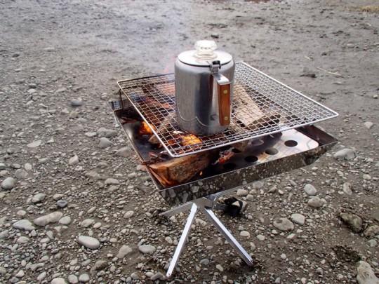 焚き火台でお湯を沸かす