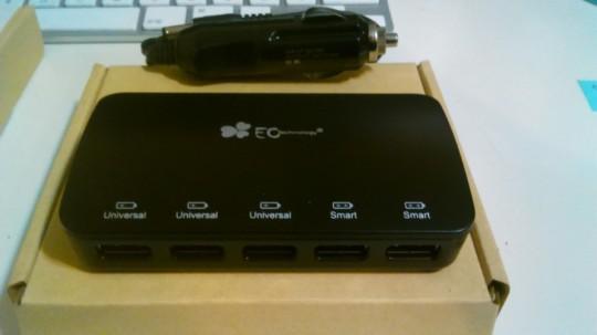 EC Technologyのシガーソケットから給電できる5ポートのUSBアダプタ1