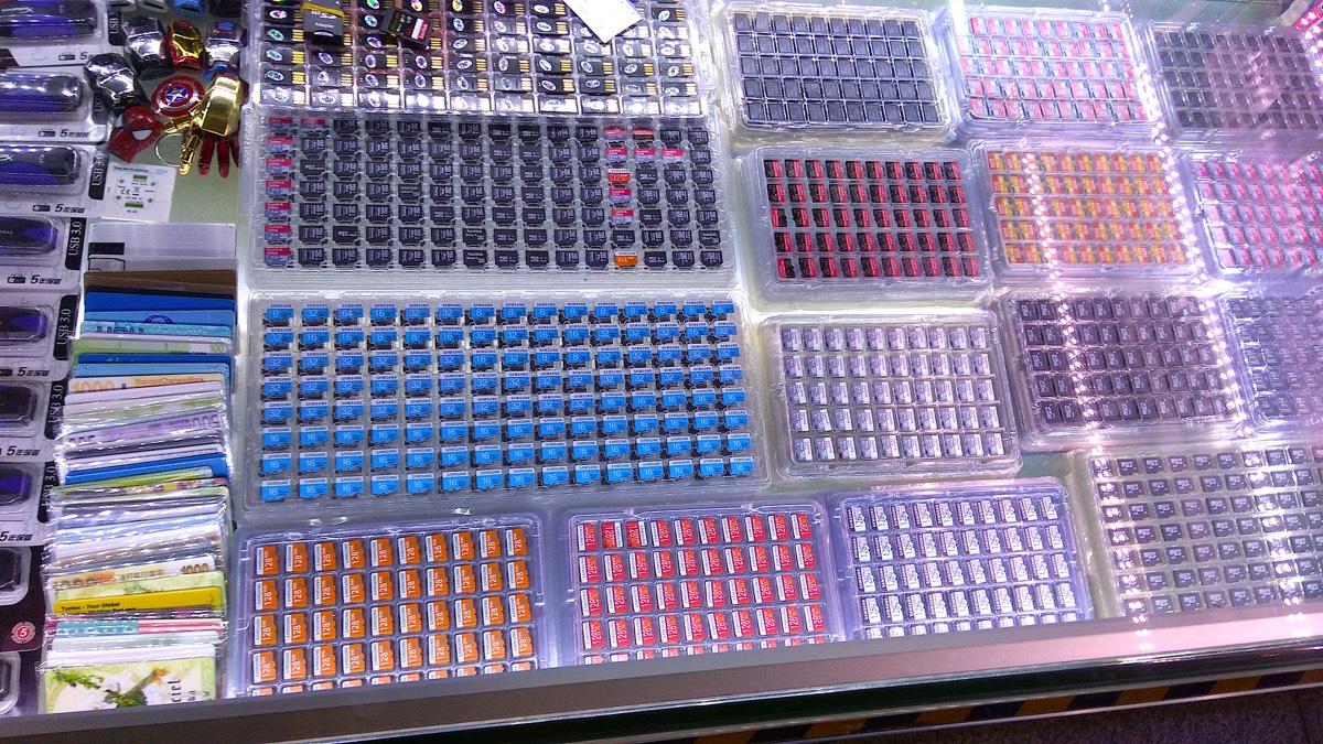 深セン華強北の街 SEGプラザビル 内部売り場 SDカードのお店1_[0]