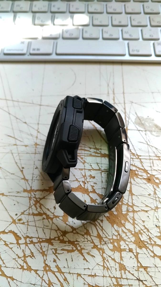 Garmin InstinctのベルトをSONY wena wrist proに交換3 サイドから