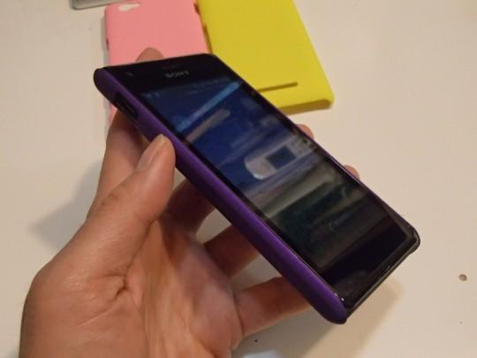 Xperia M Dual C2005用ケース 紫をはめてフロントから
