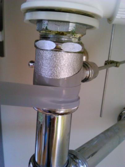 水道管の破損をカクダイの水道用ラップテープで修復1