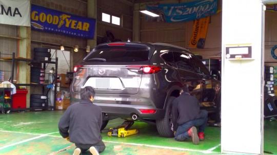 CX-8 都筑タイヤフィッターにてスタッドレスに交換2